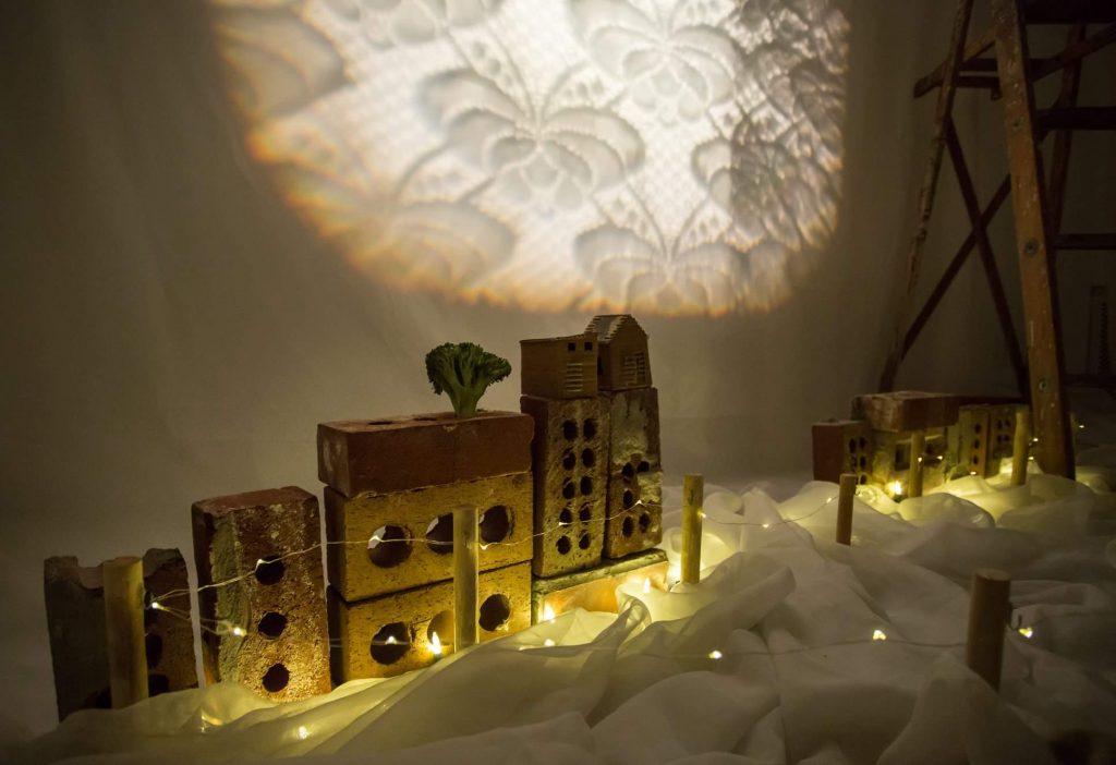 Traditionnelles maisons Saint-Jambiennes ville miniature de saint-jambe marionnettes
